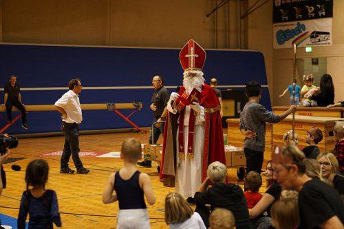 Für die kleinen Turner hatte der Nikolaus ein Säckli dabei.Gemeinde