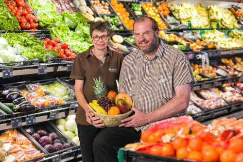 Gabi und Stefan Kogler freuen sich über den neuen Markt. Fa/weissengrube