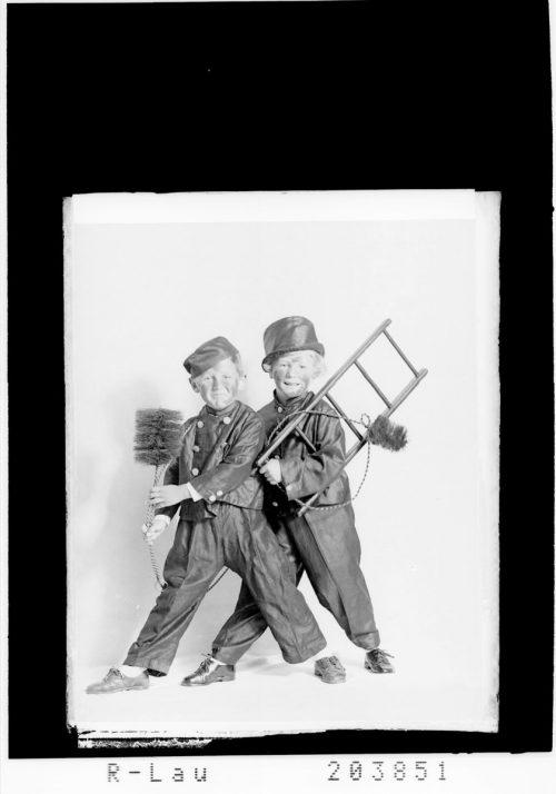 Glückwunschkarte zum Jahreswechsel aus dem Jahr 1954.