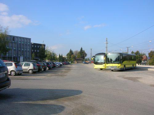 Große Pläne mit dem Bahnhofparkplatz: Am südlichen Ende soll ein Skaterplatz entstehen, direkt beim Bahnhof wird ein neues Polizeigebäude errichtet.rha