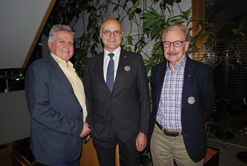 Günter Thurnher, ÖOC-Präsident Karl Stoss und Ulrich Wachter beim Vortrag im Kiwanisclub Dornbirn.erh