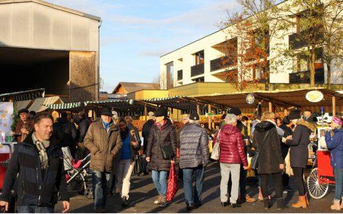 Herbstliches Schönwetter begünstigte auch in Lauterach den Weihnachtsmarkt.
