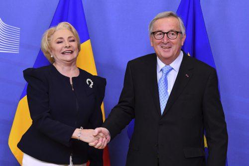 Im Februar waren die Mienen von Regierungschefin Dancila und Juncker noch freundlich. Nun ist der Ton rauer geworden.AFP