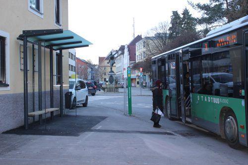 In den letzten Wochen wurde an der Überdachung zweier Bushaltestellen gearbeitet. VN/JLO