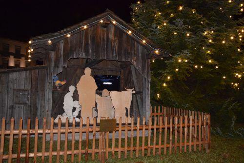 In der neuen Götzner Dorfkrippe verbinden sich Tradition und Moderne. Die Figuren werden erst kurz vor Weihnachten umgedreht werden. hotz