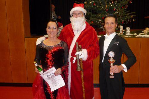 Ingrid und Gerhard mit Nikolaus. TSC Bludance