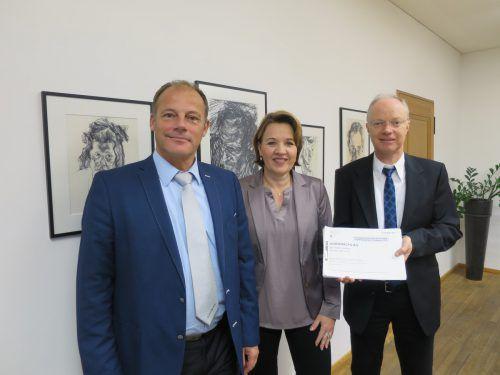 Kämmerer Guntram Mathis (links), Bürgermeisterin Andrea Kaufmann und Peter Johler präsentierten kürzlich das Budget. Stadt