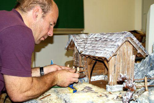Krippenbauer und Vereinsmitglieder rüsten sich für die große Ausstellung am dritten Adventwochenende. mst