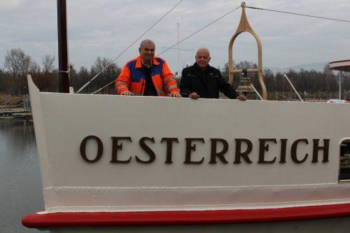 """Martin Uhlig und Reinhard Rath (r.) erläuterten bei einem Lokalaugenschein den Stand der """"Oesterreich""""-Restaurierung. STRAUSS"""