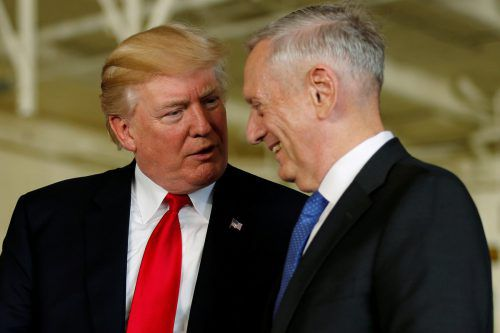 Mattis (rechts) kann nicht mehr mit dem Trump-Kurs. reuters