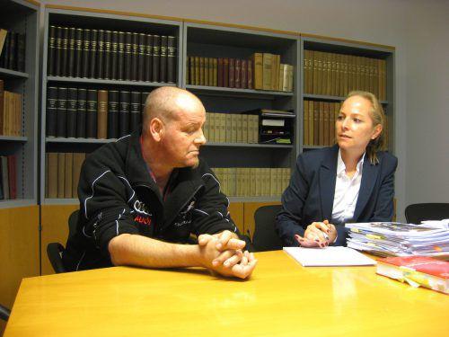 Michael P. mit seiner Anwältin Olivia Lerch. EC