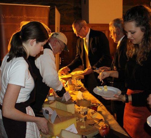 Mit einem exklusiven Käsebuffet wurde das traditionelle Treffen des Vorarlberger Sommeliervereins in Alberschwende abgeschlossen. STRAUSS