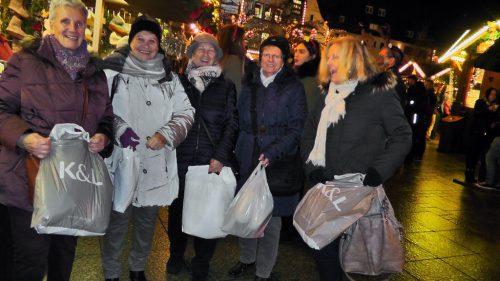 """Mit einer reichen """"Ausbeute"""" schlenderten die Teilnehmer über den Markt.sr lustenau"""
