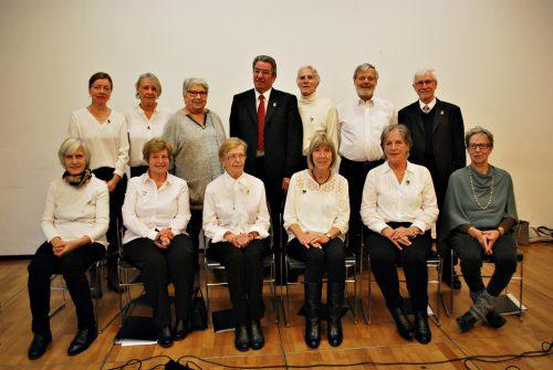 Mitglieder und Chorleiter (Mitte) des Gesangvereins Frohsinn Dornbirn-Oberdorf.erh