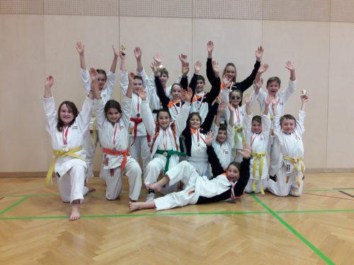 Für viele junge Karatekas war es der erste Start auf einem Karatetunier.karateclub höchst