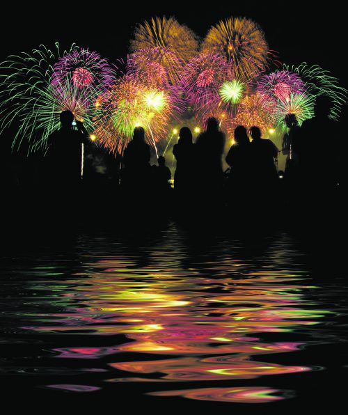 Raclette oder Fondue? Wie feiern Sie mit Ihren Liebsten ins neue Jahr? Jetzt abstimmen und gewinnen. shutterstock