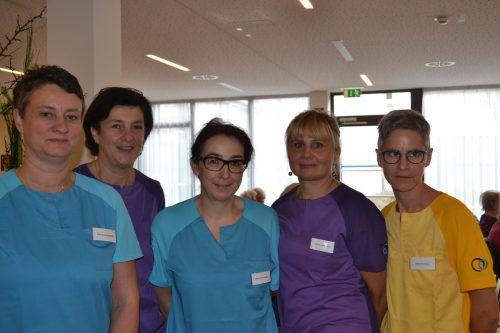 Renate Sandrell, Annelies Martin, Renate Batlogg, Barbara Groinig und Karin Knünz arbeiten gerne im Pflegeheim SeneCura.