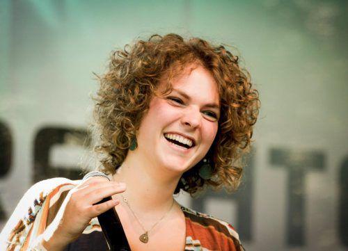Sängerin, Komponistin und Multiinstrumentalistin Magdalena Grabher. veranstalter