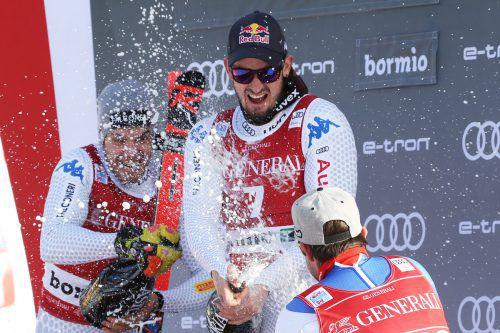 Siegersekt für Dominik Paris (r.), dahinter Teamkollege Christof Innerhofer. gepa