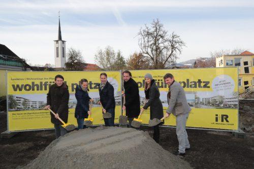 Spatenstich mit Emanuel Gugele, Gudula Pawelak, Alexander Stuchly, Marcus und Ursula Ender und Bgm. Kurt Fischer.