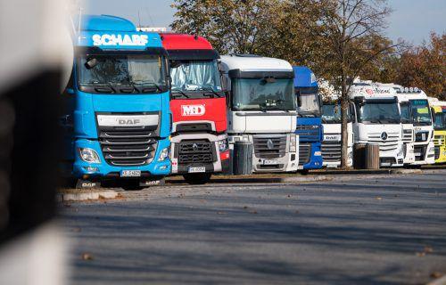 Am Wochenende und in der Nacht müssen Lastwagenfahrer pausieren. Für Anlieferungen zu Veranstaltungen gibt es aber Ausnahmen. APA