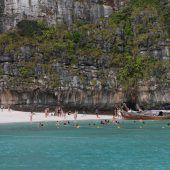 Natur erobert gesperrte The Beach-Bucht in Thailand zurück