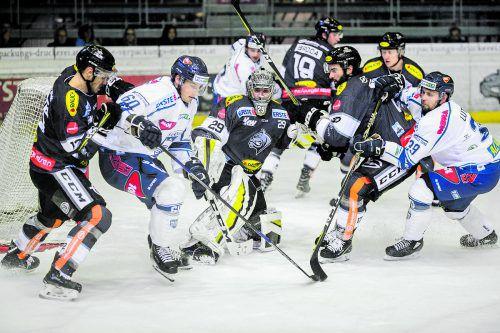 Torhüter Rasmus Rinne und seine Bulldogs-Kollegen stemmen sich heute wieder Tero Koskiranta und dem Fehervar-Tam entgegen. stiplovsek