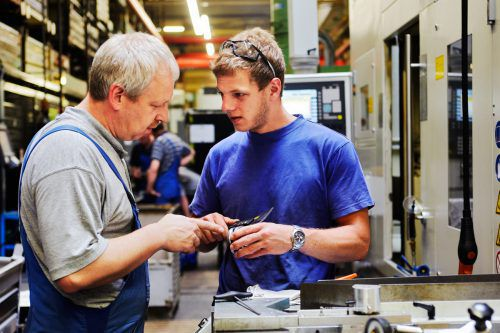 Unternehmen suchen händeringend nach Facharbeitern und Handwerkern.