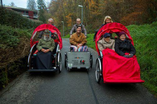 Walter, Hubert, Edith und Maria (v.l.) genießen die Ausfahrt mit der Rikscha. VN/Paulitsch