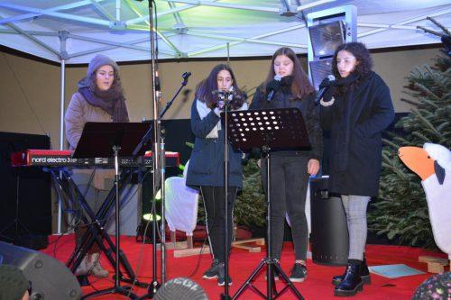 Weihnachtliche Klänge auf der Bühne beim Harder Adventzauber.afp