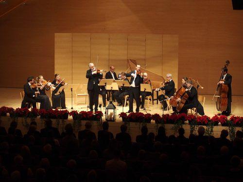 Wiener Streichersolisten mit dem bekannten Geiger Rainer Honeck und seinem Neffen Matthias im Angelika-Kauffmann-Saal in Schwarzenberg. JU