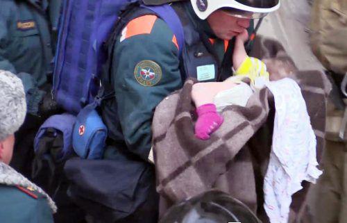 35 Stunden nach der Explosion konnte das Kind von Rettern geborgen werden. AFP
