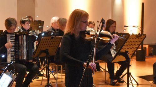 Alexandra Nussbaum trat in der Altacher Pfarrkirche gemeinsam mit dem ersten Orchester des Akkordeonclub Altach auf. Loacker