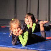Kleine und große Akrobatinnen
