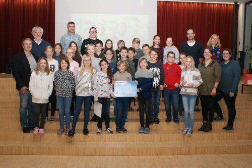 Am BG Bludenz wurden 5886 Euro für das Projekt Kinderspuren der Caritas Vorarlberg gesammelt. schule