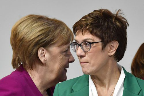 Angela Merkel und Annegret Kramp-Karrenbauer schneiden gut ab. afp