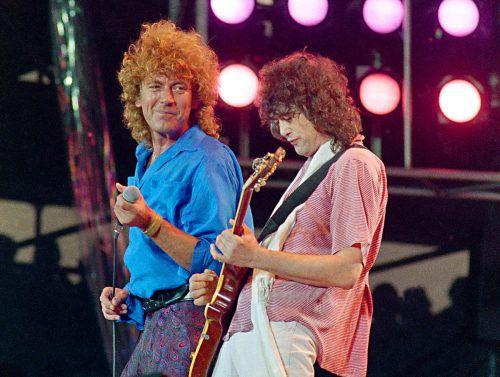 Auftritt von Robert Plant (l.) und Jimmy Page 1985 bei Live Aid in Philadelphia. AP