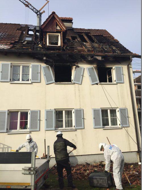 Beim Eintreffen der Feuerwehr loderten die Flammen, das Schadensausmaß ist beträchtlich.