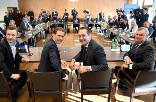 Blümel, Kurz, Strache und Hofer vor der Sitzung am Freitag bei der Regierungsklausur in Mauerbach. APA