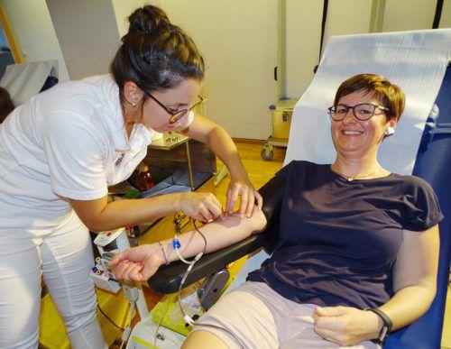 Blut spenden hilft Leben retten, betont das Rote Kreuz. tf