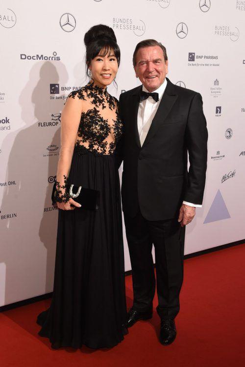 Das Ehepaar Schröder legt viel Wert auf Sport und gesunde Ernährung. AFP, dpa