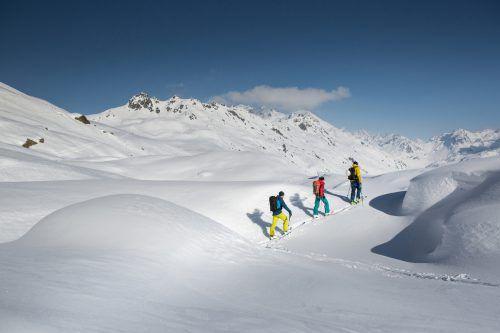 Auch wenn Wetter und Schnee noch so verlockend sind, Skitouren sollten unterlassen werden, um die zusätzliche Belastung von Rettern zu vermeiden.kothner