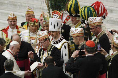 Das Oberhaupt der Katholiken habe auf die Geschenke dankbar reagiert. AP