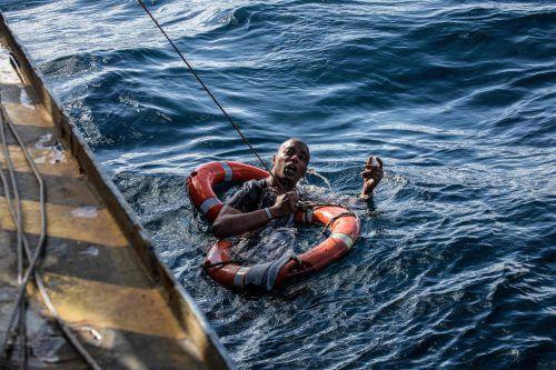 """Das Schiff """"Sea-Watch"""" rettet auf dem Mittelmeer Geflüchtete vor dem Ertrinken.afp"""