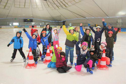 Den Bludenzer Volksschülern machte der Ausflug aufs Eis des Aktivparks Montafon sichtlich Spaß. VN/JS