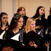 """<p class=""""caption"""">Der Chor aus Studierenden des Landeskonservatoriums hat die Herausforderungen des Brahms-Requiems angenommen. Konservatorium/V. Marin</p>"""