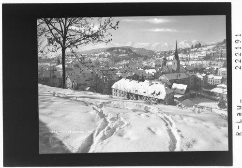 Der Dom, die tief verschneite Stadt und die Schweizer Berge.