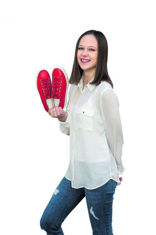 Der Frühling kann kommen             Alexandra aus Wolfurt mit Schnürschuhen von Paul Green; gibt's bei Reutterer Schuhe in Dornbirn um 140 Euro.               VN/Paulitsch
