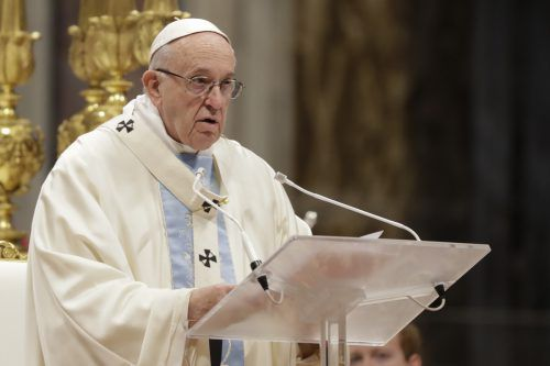 Der Papst hob in seiner Predigt auch die Rolle der Mütter hervor. AP
