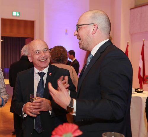 Der Schweizer Bundespräsident Ueli Maurer (l.) im Gespräch mit Regierungschef-Stv. Daniel Risch. Liechtenstein Marketing